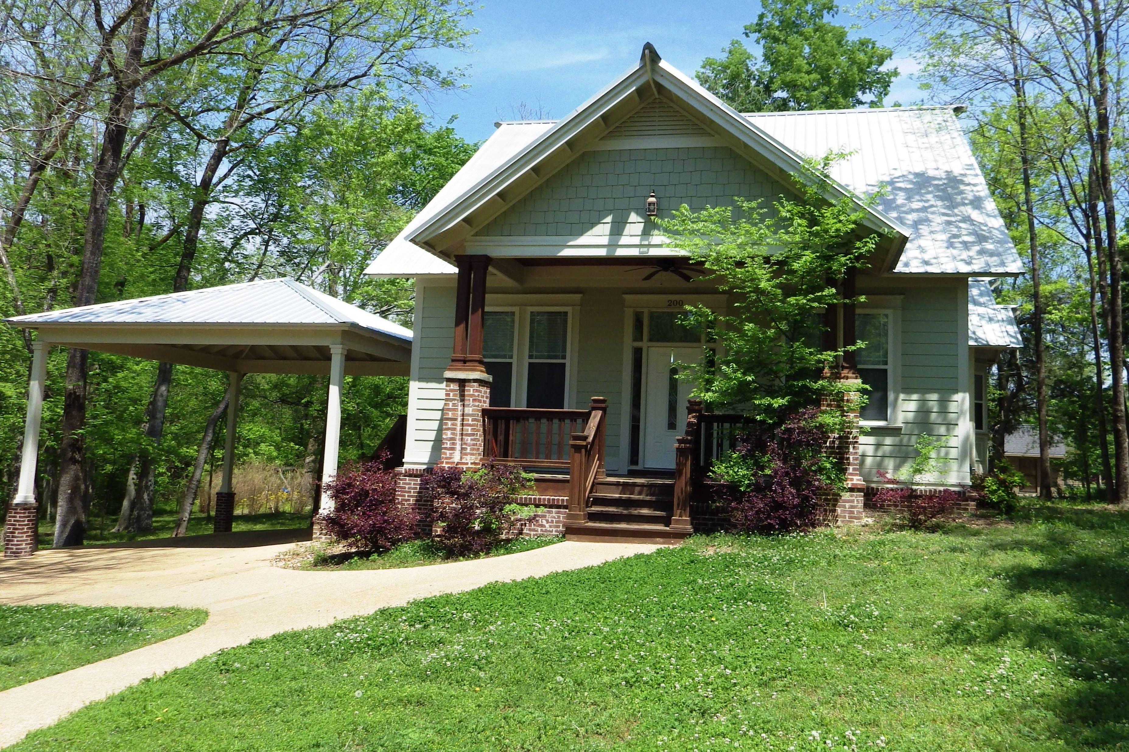 200 Cherokee Drive, Starkville, MS 39759